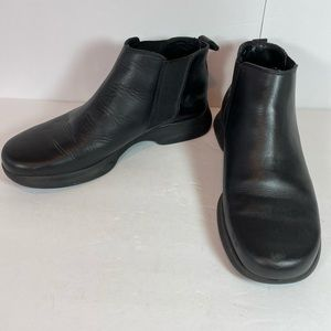 Eddie Bauer Black leather ankle boots